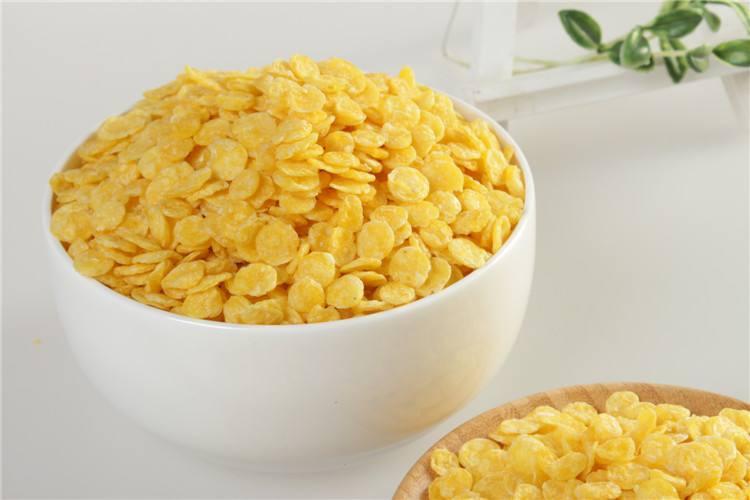 Procesamiento por microondas de copos de maíz y mejora de la nutrición.