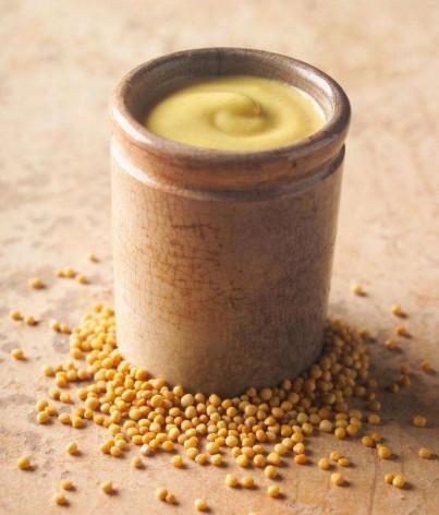 Principio de producción del aceite de mostaza.